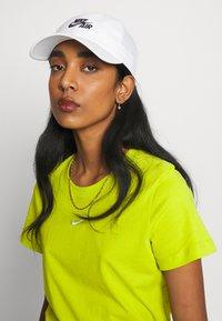 Nike Sportswear - FUTURA - Cappellino - white - 4