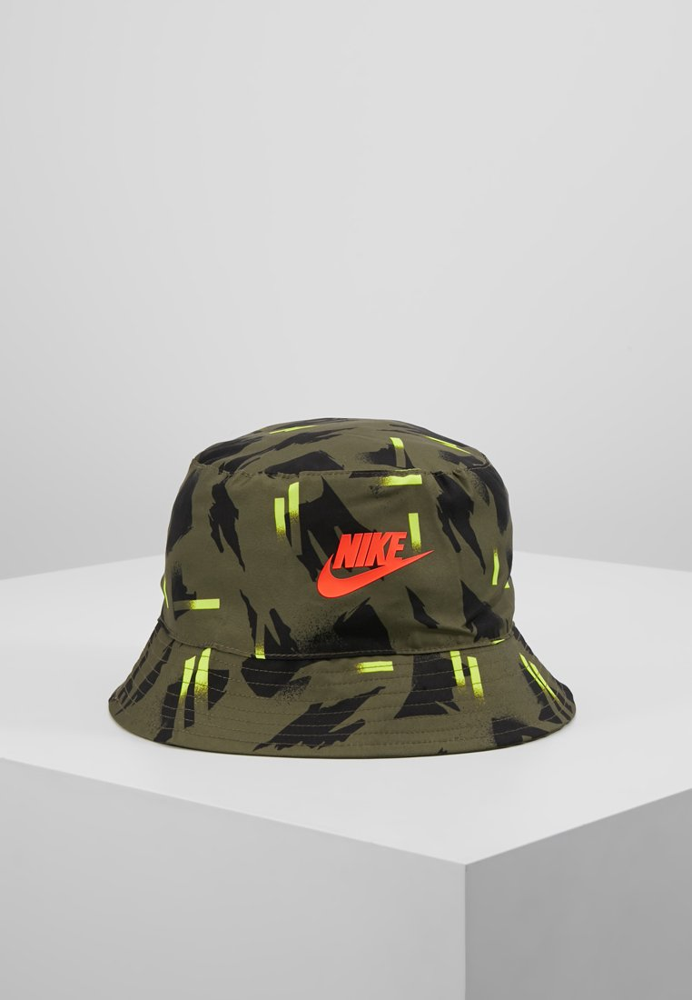 Nike Sportswear - BUCKET FESTIVAL - Klobouk - medium olive/bright crimson
