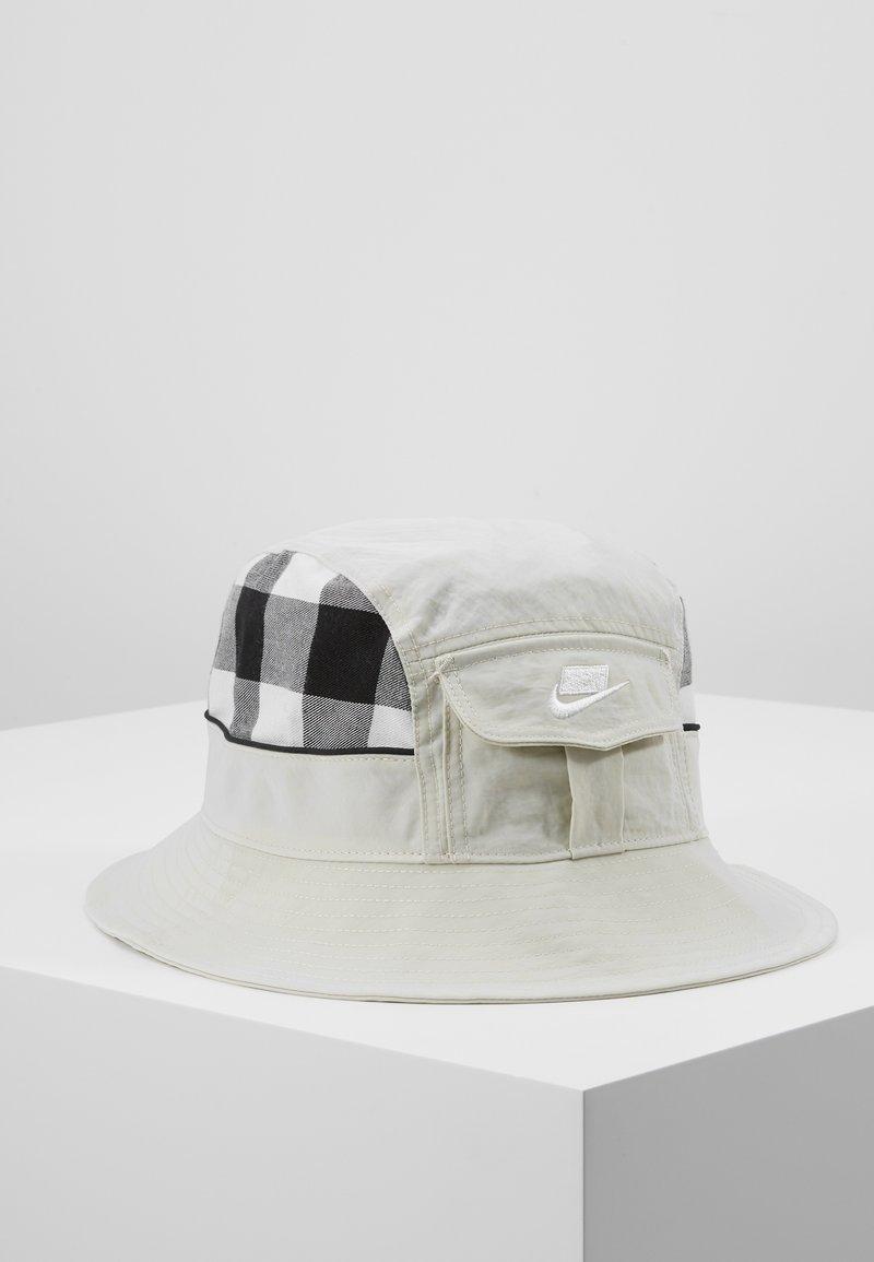 Nike Sportswear - BUCKET CAP  - Hoed - light bone