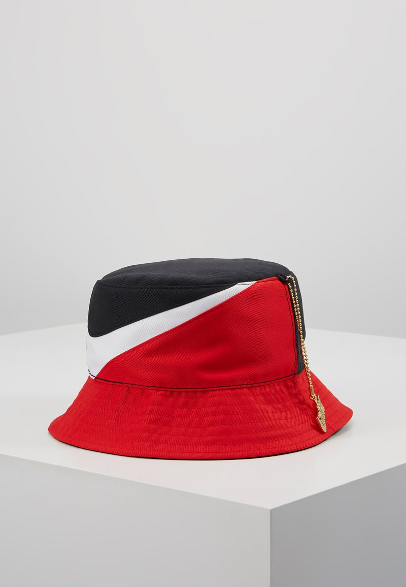 Nike Sportswear - BUCKET CAP - Cappello - black/university red/white