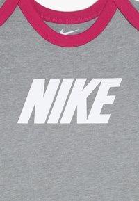 Nike Sportswear - BABY 3 PACK - Body - rush pink - 4