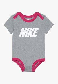 Nike Sportswear - BABY 3 PACK - Body - rush pink - 2