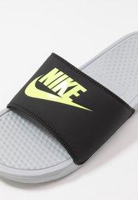 Nike Sportswear - BENASSI JDI - Sandały kąpielowe - wolf grey/volt/black - 5