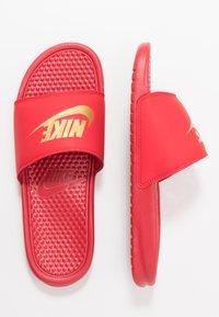Nike Sportswear - BENASSI JDI - Sandales de bain - university red/metallic gold - 1
