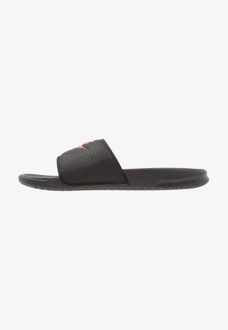 Nike Sportswear - BENASSI JDI - Muiltjes - black/challenge red