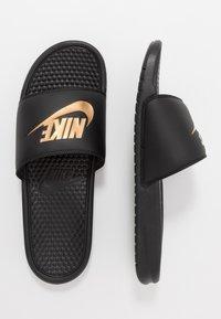 Nike Sportswear - BENASSI JDI - Badesandale - black/metallic gold - 1