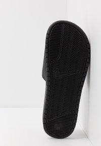 Nike Sportswear - BENASSI JDI - Badesandale - black/metallic gold - 4