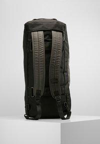 Nixon - PIPES 35L DUFFLE - Weekend bag - black - 5