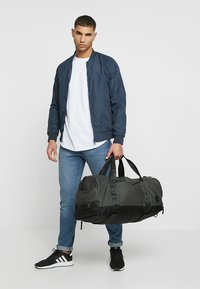 Nixon - PIPES 35L DUFFLE - Weekend bag - black - 1