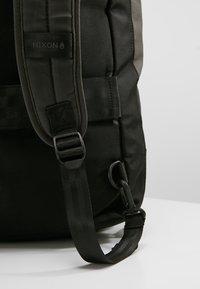 Nixon - PIPES 35L DUFFLE - Weekend bag - black - 8