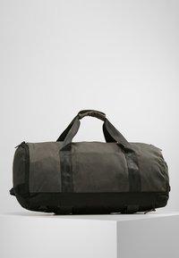 Nixon - PIPES 35L DUFFLE - Weekend bag - black - 2