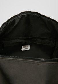 Nixon - PIPES 35L DUFFLE - Weekend bag - black - 4