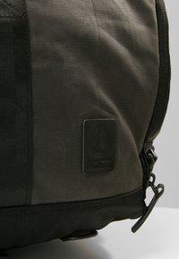 Nixon - PIPES 35L DUFFLE - Weekend bag - black - 6