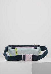 Nixon - TRESTLES HIP PACK - Riñonera - turquoise/pink - 2