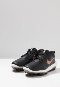 Nike Golf - ROSHE G TOUR - Scarpe da golf - black/metallic red bronze/summit white - 2