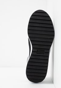 Nike Golf - CORTEZ - Golfkengät - black/white/metallic gold - 4