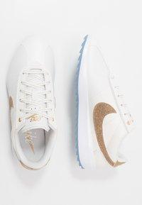 Nike Golf - CORTEZ G NRG - Zapatos de golf - summit white/metallic gold/white - 1