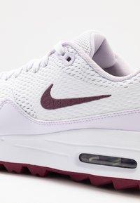 Nike Golf - AIR MAX 1 G - Golfsko - white/villain red/barely grape - 5