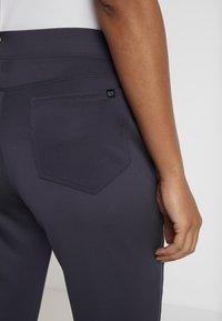 Nike Golf - WOMEN NIKE POWER PANT SLIM  - Pantaloni - gridiron - 5