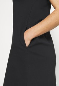 Nike Golf - The Nike Polo Damenkleid - Sportovní šaty - black - 6
