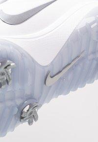Nike Golf - REACT VAPOR  - Chaussures de golf - white/metallic cool grey/black - 5