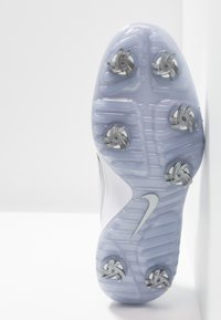 Nike Golf - REACT VAPOR  - Chaussures de golf - white/metallic cool grey/black - 4