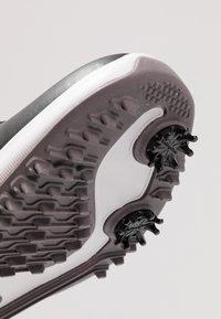 Nike Golf - AIR ZOOM VICTORY - Golfové boty - black/metallic pewter/gunsmoke/vast grey/platinum tint - 5