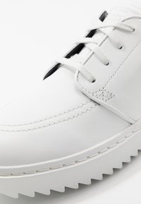 Nike Golf - JANOSKI G - Golfschoenen - summit white/university blue/anthracite - 5