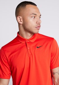 Nike Golf - DRY VICTORY - Piké - habanero red/black - 3
