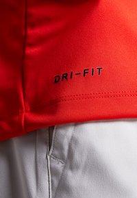 Nike Golf - DRY VICTORY - Piké - habanero red/black - 5