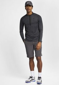 Nike Golf - DRY TOP HALF ZIP - Treningsskjorter - black/dark grey/black - 1