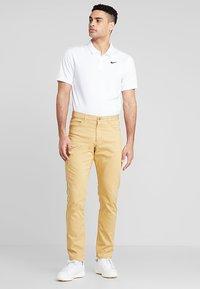 Nike Golf - DRY ESSENTIAL SOLID - Funktionströja - white/black - 1