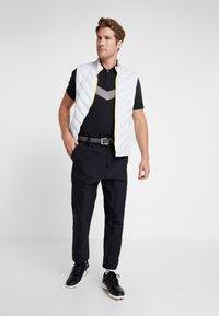 Nike Golf - TIGER WOODS DRY VAPOR REFLECT POLO - T-shirt imprimé - black - 1