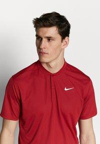 Nike Golf - DRY VICTORY - Funktionstrøjer - sierra red/white - 3