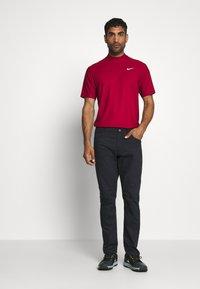 Nike Golf - DRY POLO MOCK AIR - Triko spotiskem - gym red/black/white - 1