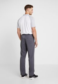 Nike Golf - FLEX PANT CORE - Pantalon classique - dark grey - 2