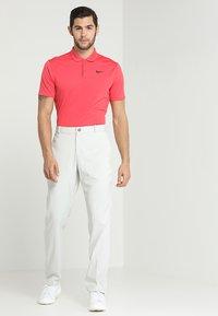 Nike Golf - FLEX PANT CORE - Kangashousut - light bone - 1