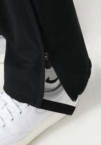 Nike Golf - HYPERSHIELD PANT CORE - Pantalon classique - black - 4