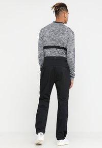 Nike Golf - HYPERSHIELD PANT CORE - Pantalon classique - black - 2
