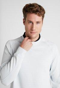 Nike Golf - DRY CREW SWEATER - Klubbkläder - pure platinum - 3