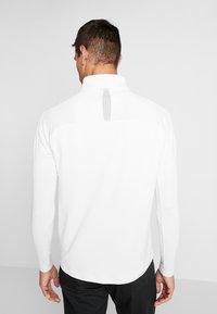 Nike Golf - NIKE DRI-FIT VAPOR HERREN-GOLFOBERTEIL MIT HALBREISSVERSCHLUSS - T-shirt de sport - white/sky grey - 2