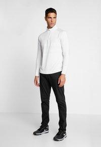 Nike Golf - NIKE DRI-FIT VAPOR HERREN-GOLFOBERTEIL MIT HALBREISSVERSCHLUSS - T-shirt de sport - white/sky grey - 1