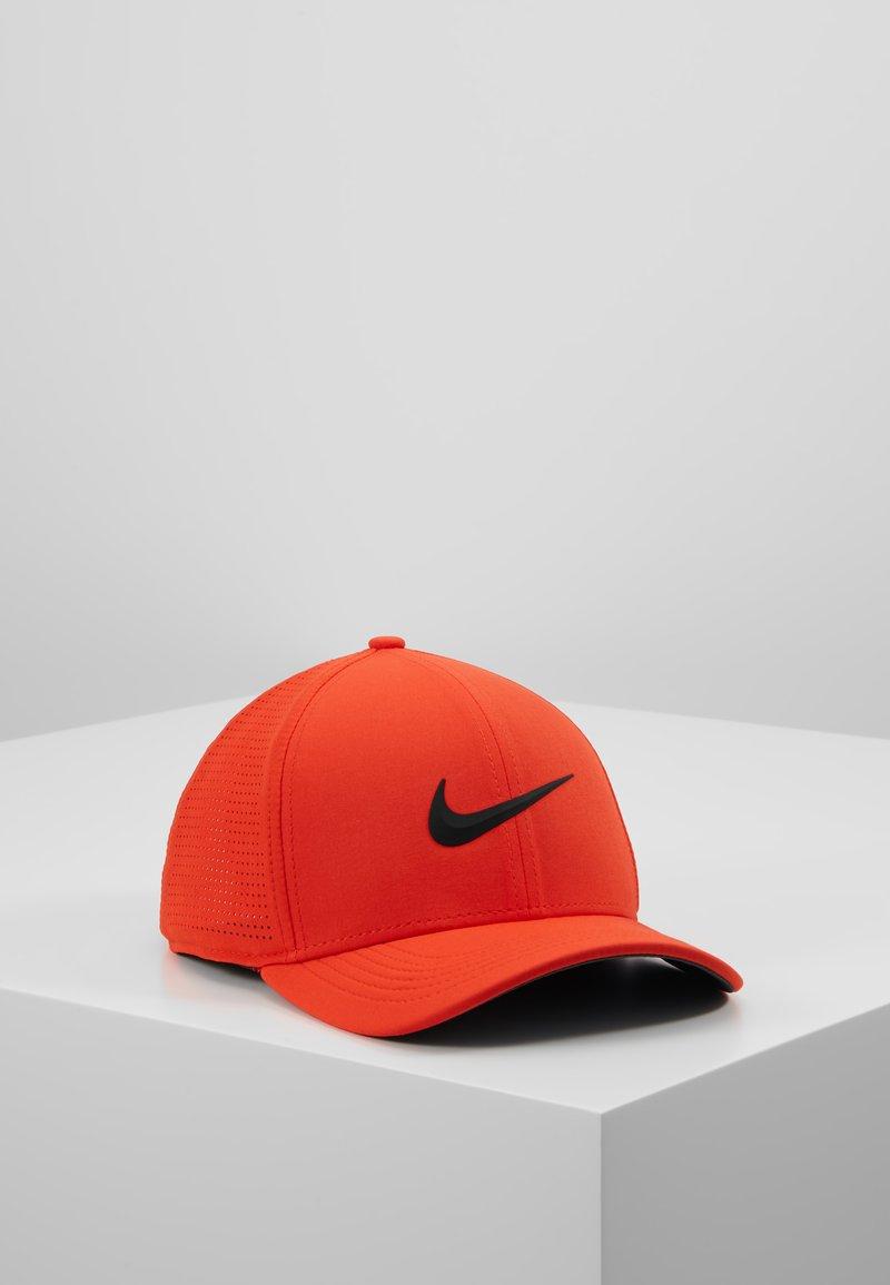 Nike Golf - AROBILL - Pet - habanero red/anthracite/black