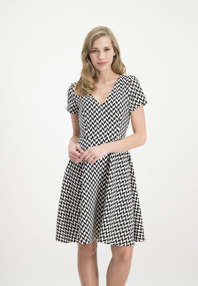 MIT STILVOLLEM ALLOVER-DESIGN - Shirt dress - white/black
