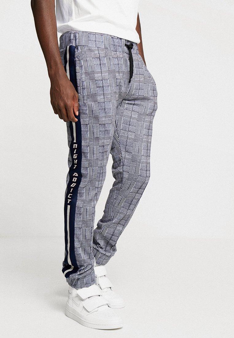 Night Addict - CHECK - Pantalon de survêtement - black/white