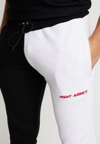 Night Addict - FERN - Pantalones deportivos - black/ white - 4