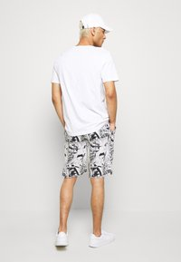 Night Addict - Shorts - white - 2