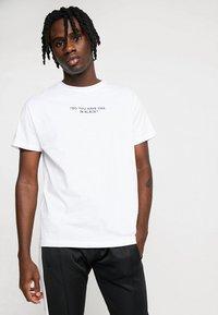 Night Addict - NOTIC - T-shirt print - optic white - 0