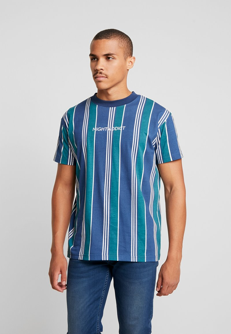 Night Addict - T-shirts med print - navy/ white stripe