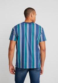 Night Addict - T-shirts med print - navy/ white stripe - 2